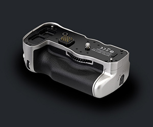 Includes The Matching Silver Battery Grip D-BG6